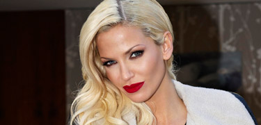 sarah harding dating in the dark All new dating in the dark, with host sarah harding there's a new twist in the show as well so enjoy quality isn't great that's because i had to muxe.